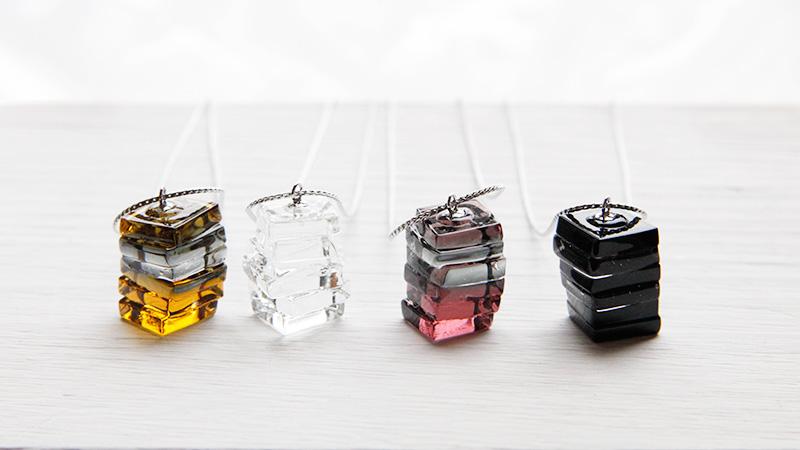 女性ガラス作家さんが一点ずつ手作りしたガラスのアクセサリー